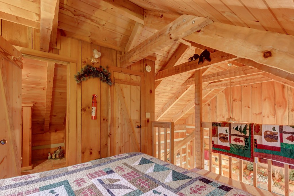 Photo of a Sevierville Cabin named Misty View Cabin - This is the sixteenth photo in the set.