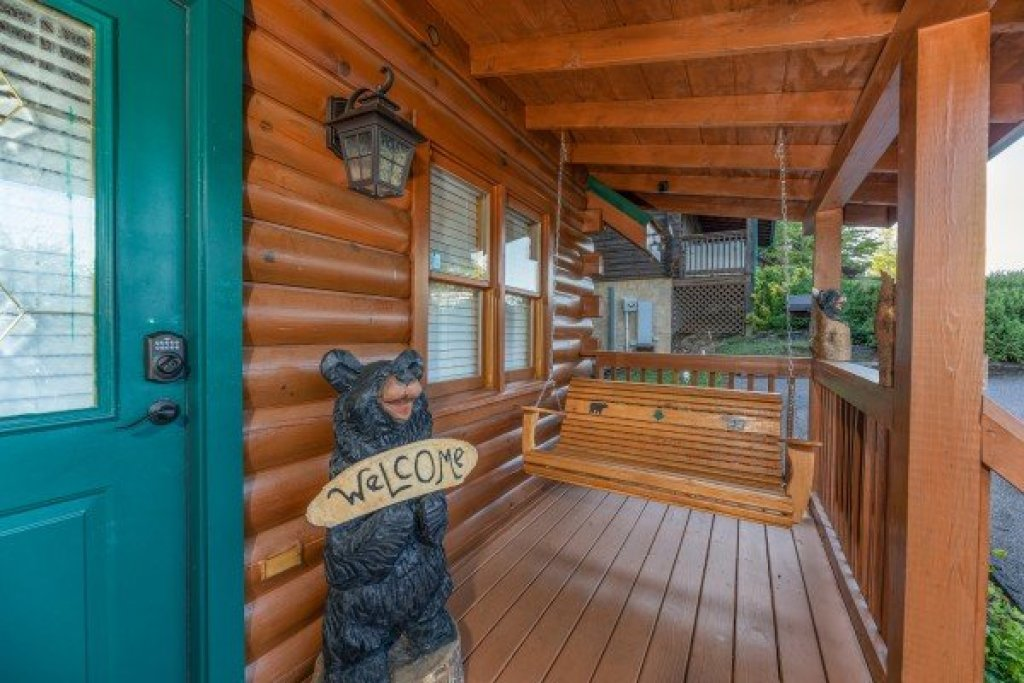 Photo of a Pigeon Forge Cabin named Southern Charm - This is the third photo in the set.