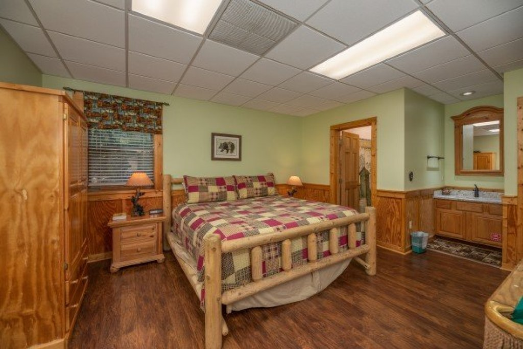 Photo of a Pigeon Forge Cabin named Southern Charm - This is the fourteenth photo in the set.