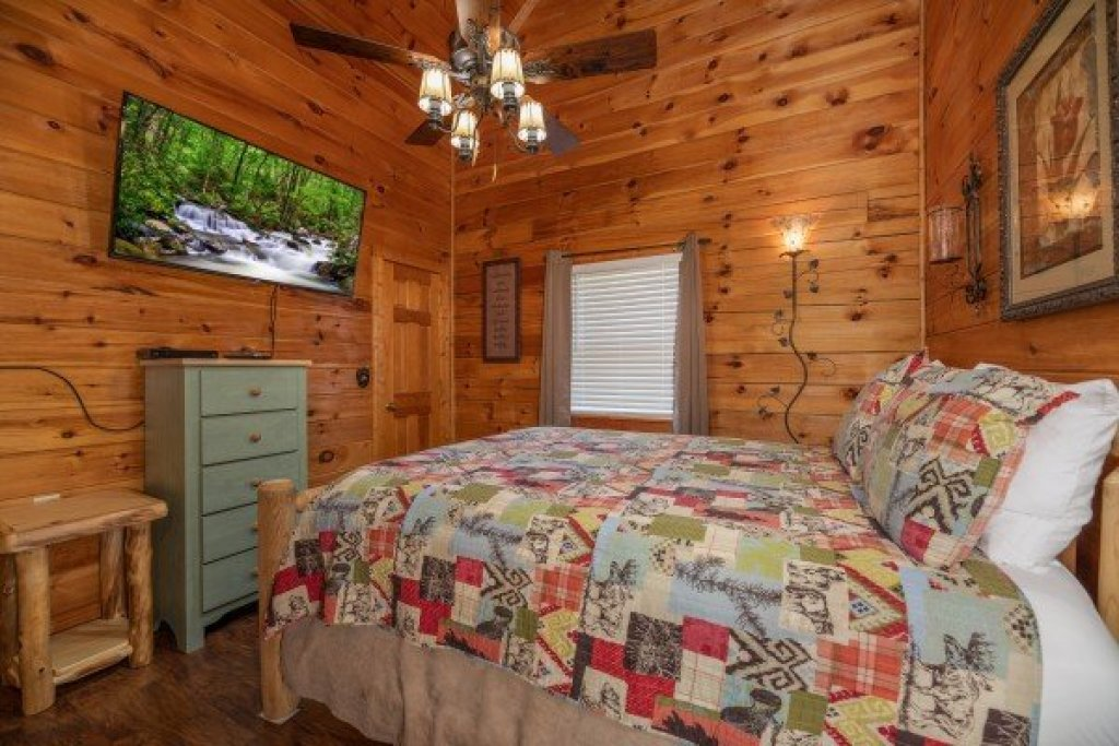 Photo of a Pigeon Forge Cabin named Southern Charm - This is the tenth photo in the set.