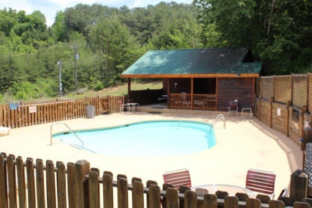 Photo of a Pigeon Forge Cabin named Southern Charm - This is the twentieth photo in the set.