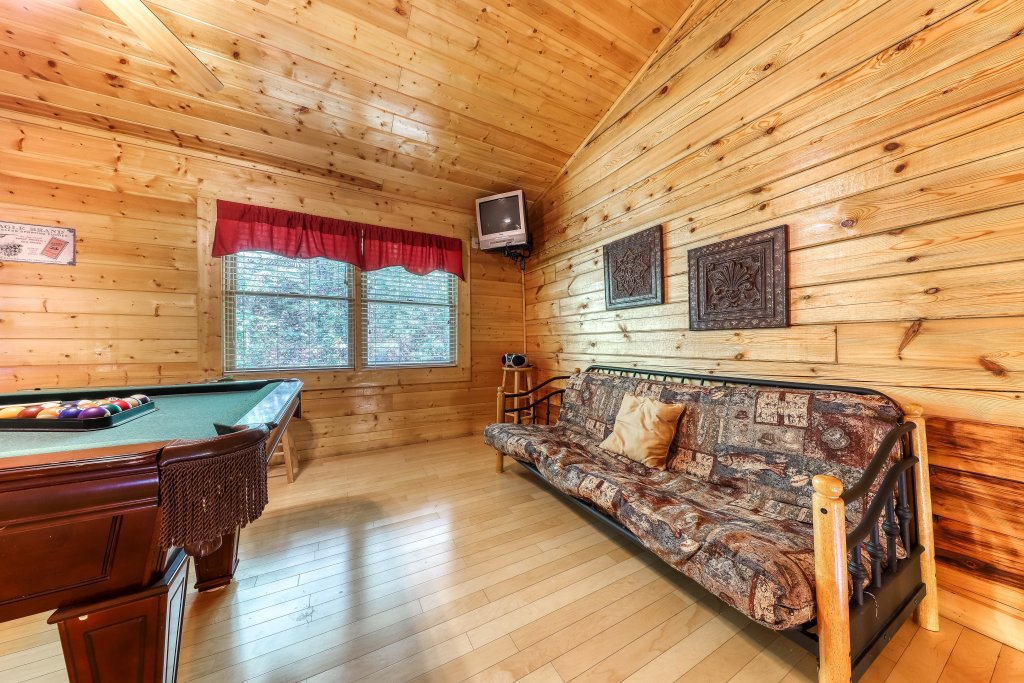 Photo of a Pigeon Forge Cabin named Arrowhead Log Cabin Resort: A Barefoot Landing Cabin - This is the sixteenth photo in the set.