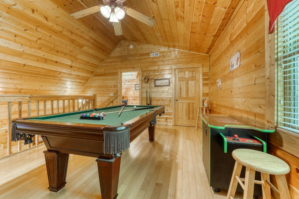 Photo of a Pigeon Forge Cabin named Arrowhead Log Cabin Resort: A Barefoot Landing Cabin - This is the fifteenth photo in the set.