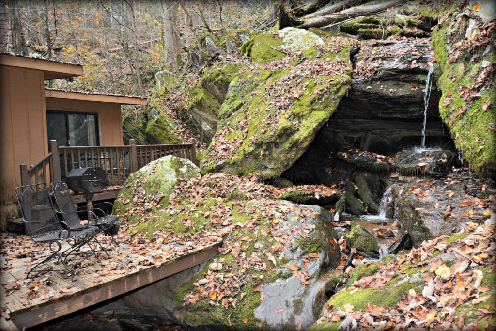 Photo of a Gatlinburg Cabin named Waterfall Cabin - This is the third photo in the set.