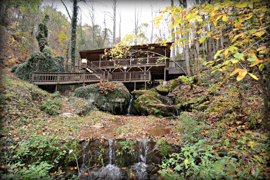 Photo of a Gatlinburg Cabin named Waterfall Cabin - This is the sixth photo in the set.