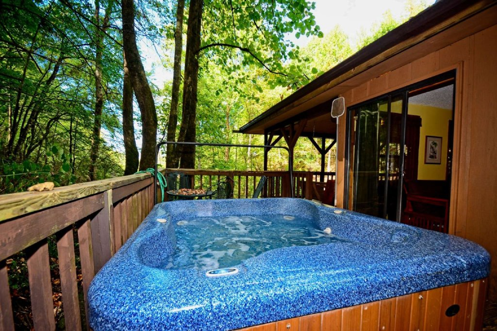 Photo of a Gatlinburg Cabin named Waterfall Cabin - This is the fifth photo in the set.