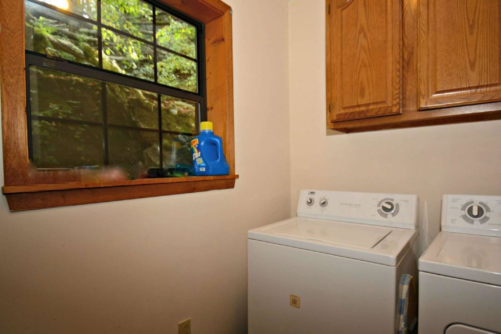 Photo of a Gatlinburg Cabin named Waterfall Cabin - This is the twenty-second photo in the set.