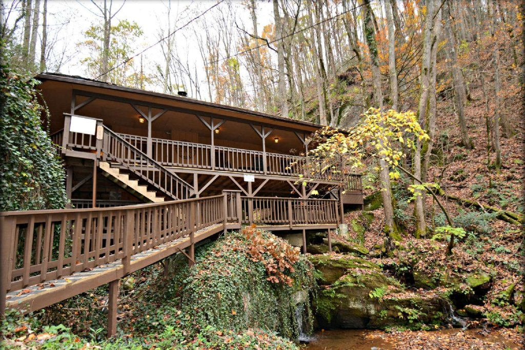 Photo of a Gatlinburg Cabin named Waterfall Cabin - This is the first photo in the set.