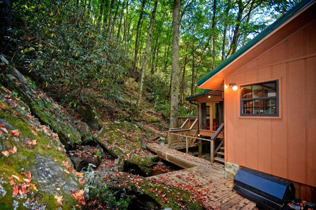 Photo of a Gatlinburg Cabin named Waterfall Cabin - This is the eighteenth photo in the set.