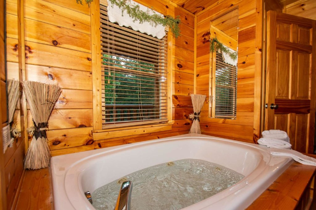 Photo of a Gatlinburg Cabin named Too Cozy - This is the eighth photo in the set.