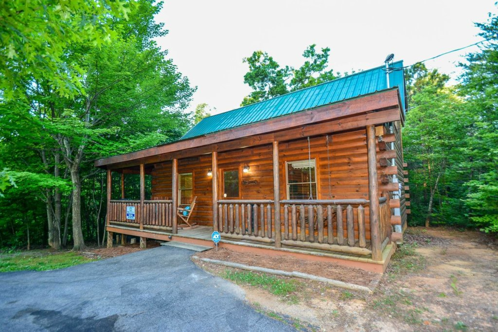 Photo of a Gatlinburg Cabin named Too Cozy - This is the twenty-second photo in the set.