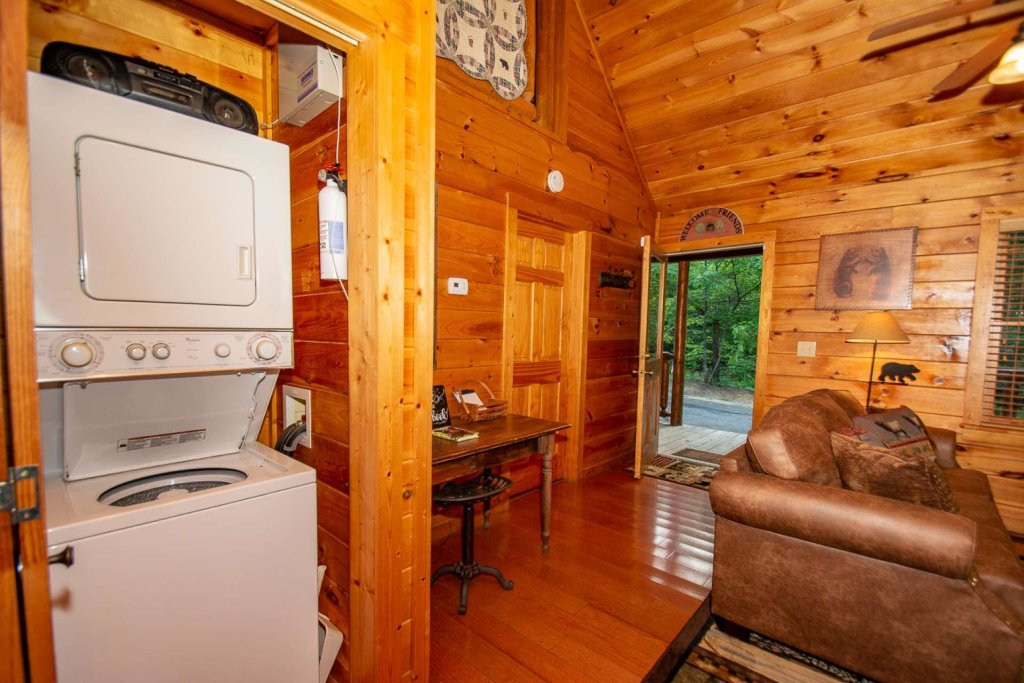 Photo of a Gatlinburg Cabin named Too Cozy - This is the twenty-first photo in the set.