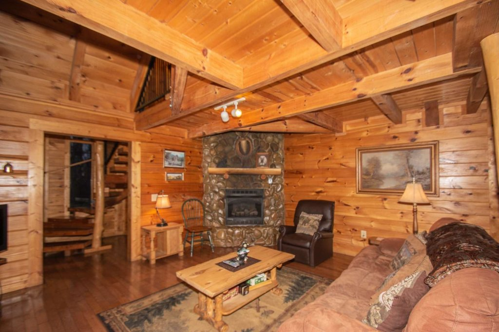 Photo of a Gatlinburg Cabin named Highlander - This is the third photo in the set.