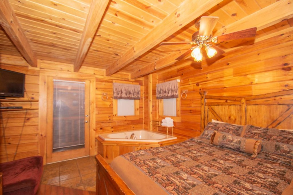 Photo of a Gatlinburg Cabin named Highlander - This is the seventh photo in the set.