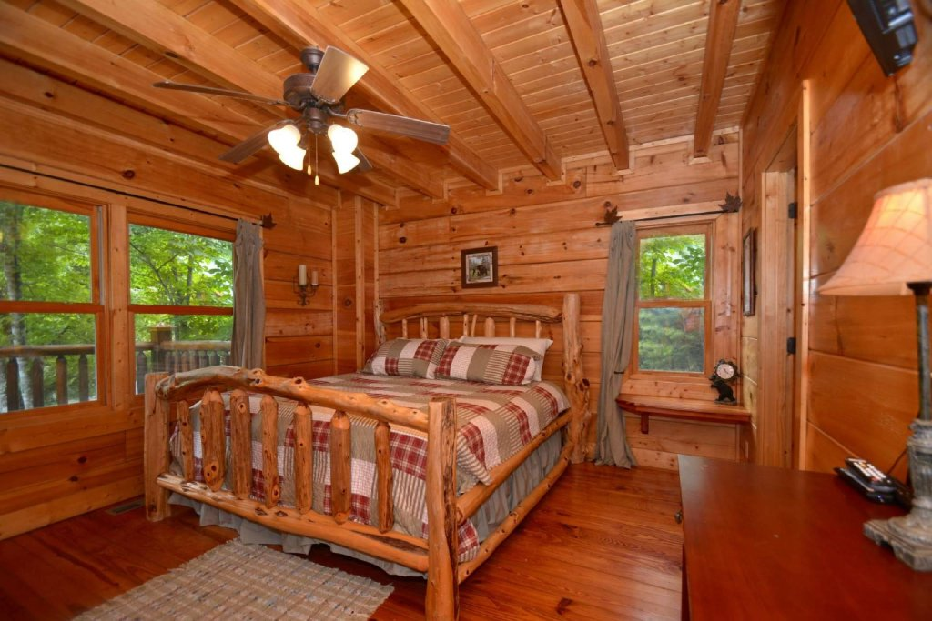 Photo of a Sevierville Cabin named Kozy Getaway - This is the tenth photo in the set.