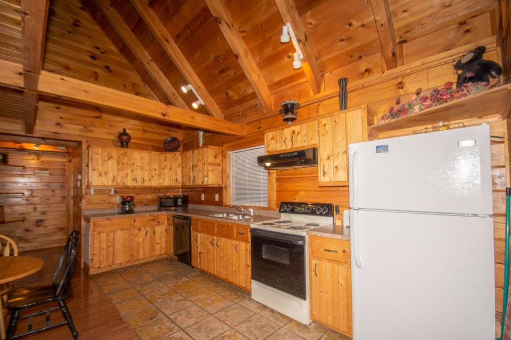 Photo of a Gatlinburg Cabin named Highlander - This is the fifth photo in the set.