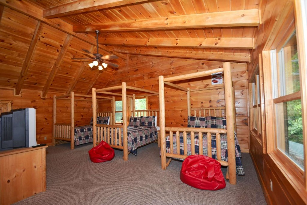 Photo of a Sevierville Cabin named Kozy Getaway - This is the eighteenth photo in the set.