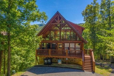 3 Bedroom, 3.5 Bath Luxury Cabin For 12 With A Great Game Room & A Hot Tub.