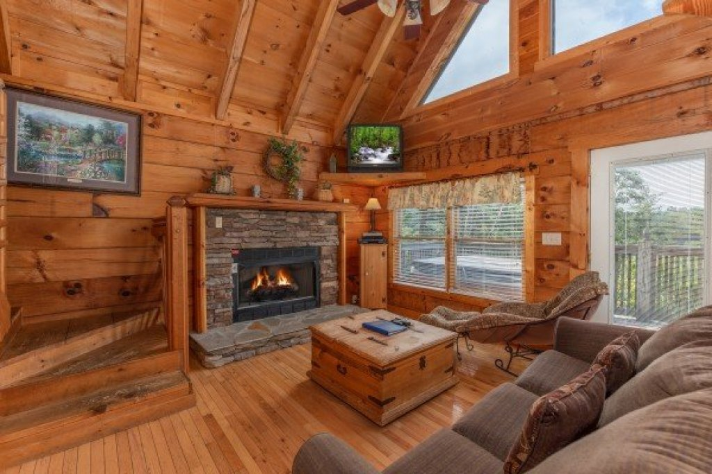 Photo of a Pigeon Forge Cabin named American Beauty - This is the fifth photo in the set.