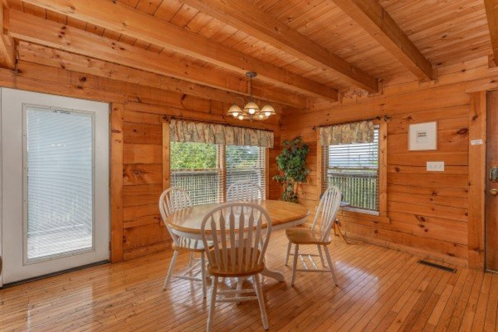 Photo of a Pigeon Forge Cabin named American Beauty - This is the sixth photo in the set.