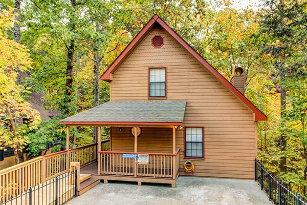 Photo of a Pigeon Forge Cabin named Lazy Dayz Lodge - This is the first photo in the set.