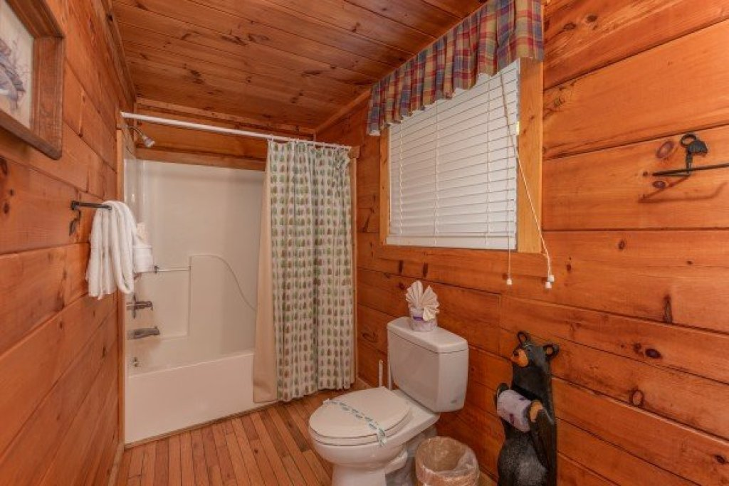 Photo of a Pigeon Forge Cabin named American Beauty - This is the twelfth photo in the set.