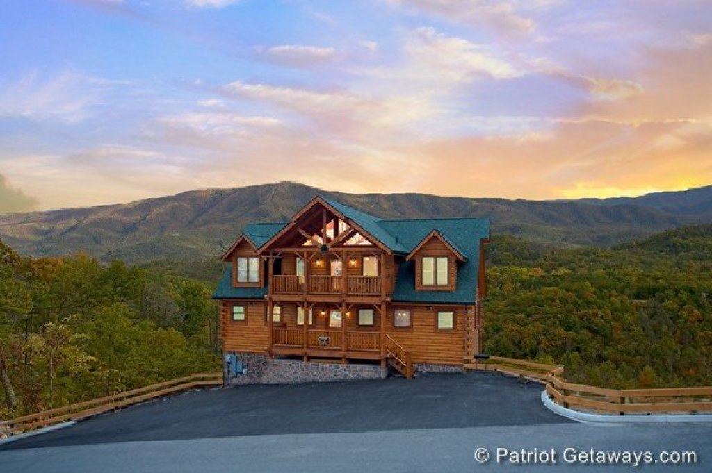 Photo of a Sevierville Cabin named Grand Timber Lodge - This is the first photo in the set.