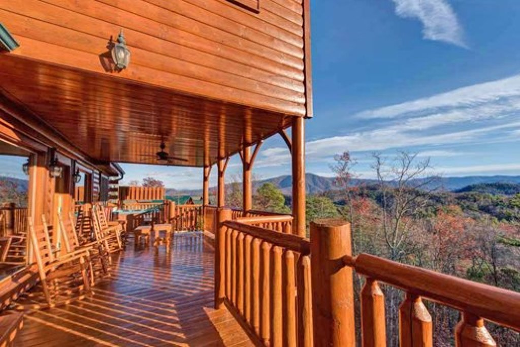 Photo of a Sevierville Cabin named Grand Timber Lodge - This is the fifteenth photo in the set.