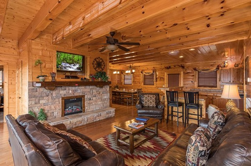 Photo of a Sevierville Cabin named Grand Timber Lodge - This is the fourth photo in the set.