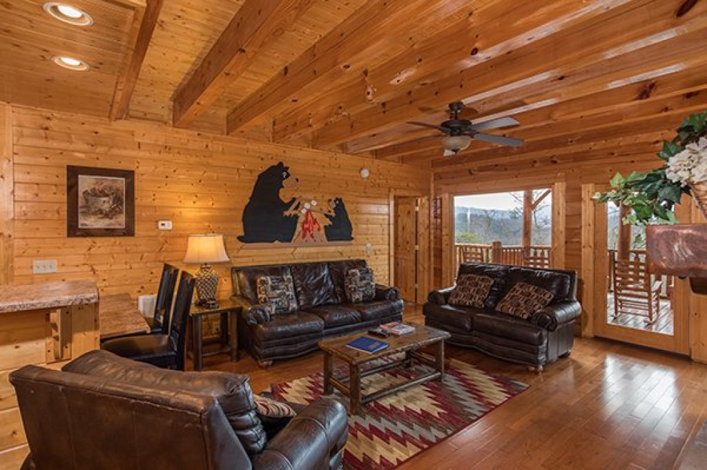 Photo of a Sevierville Cabin named Grand Timber Lodge - This is the fifth photo in the set.