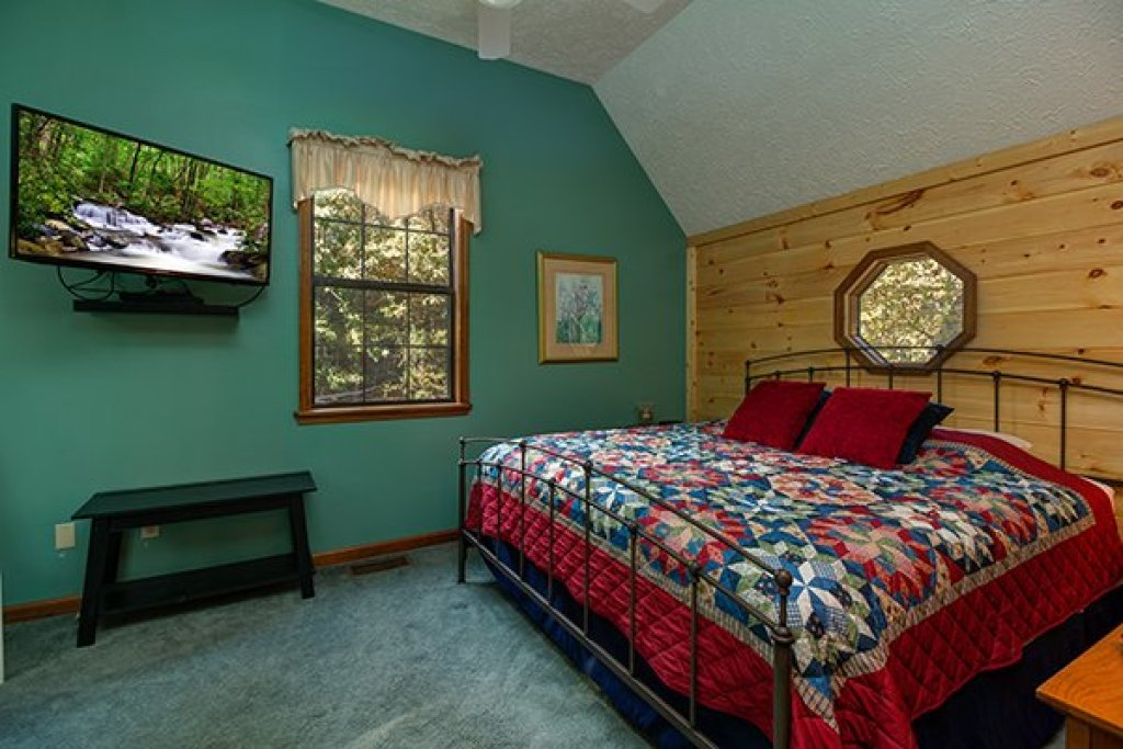 Photo of a Pigeon Forge Cabin named Lazy Dayz Lodge - This is the nineteenth photo in the set.