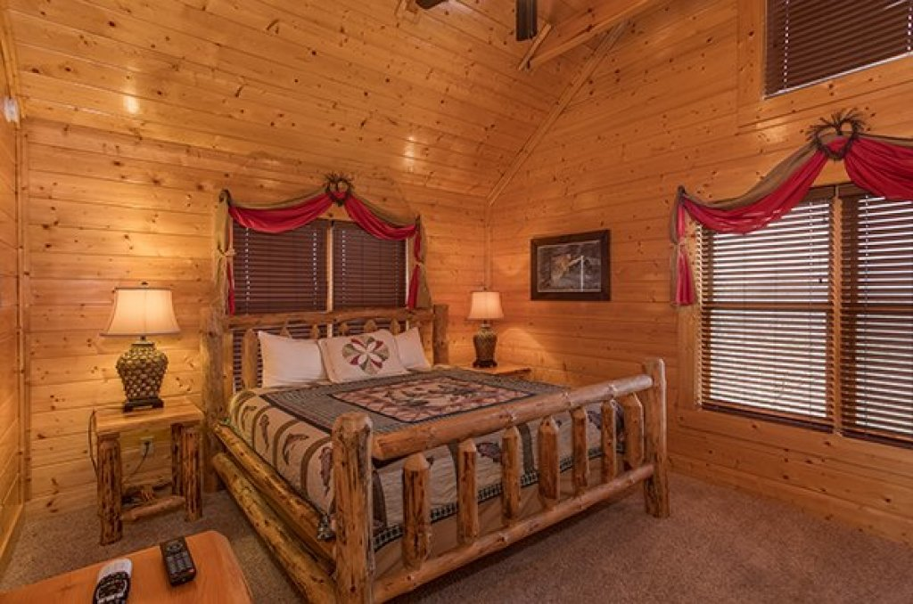 Photo of a Sevierville Cabin named Grand Timber Lodge - This is the twenty-ninth photo in the set.