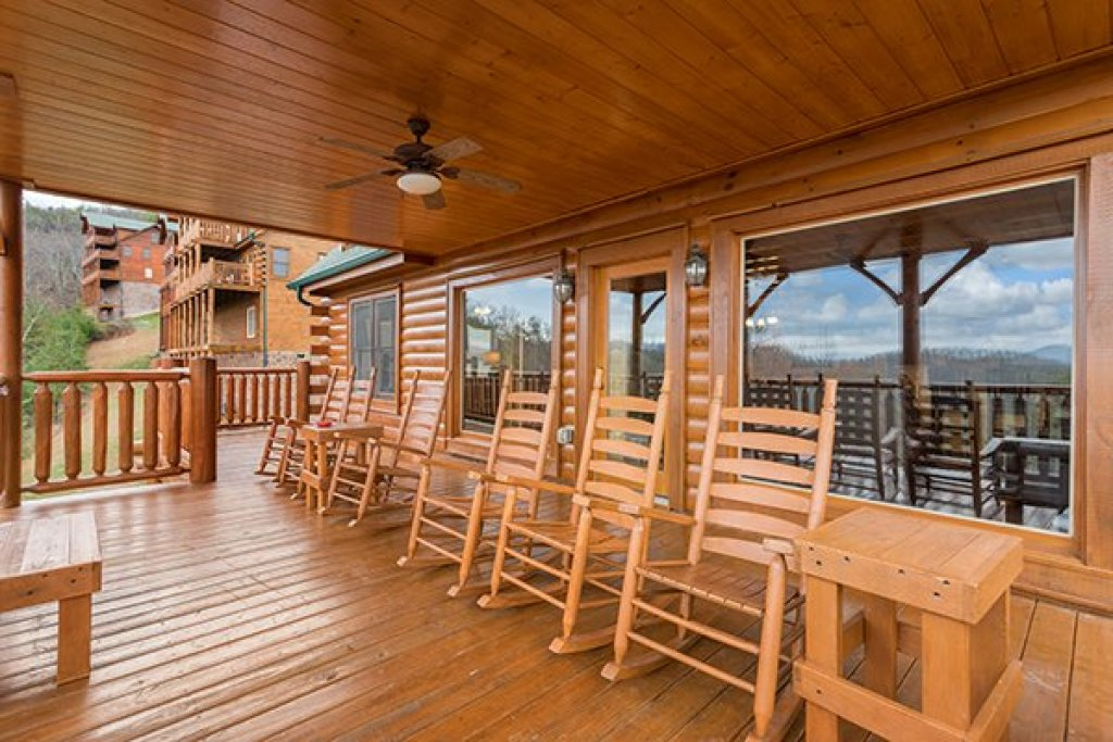 Photo of a Sevierville Cabin named Grand Timber Lodge - This is the fourteenth photo in the set.