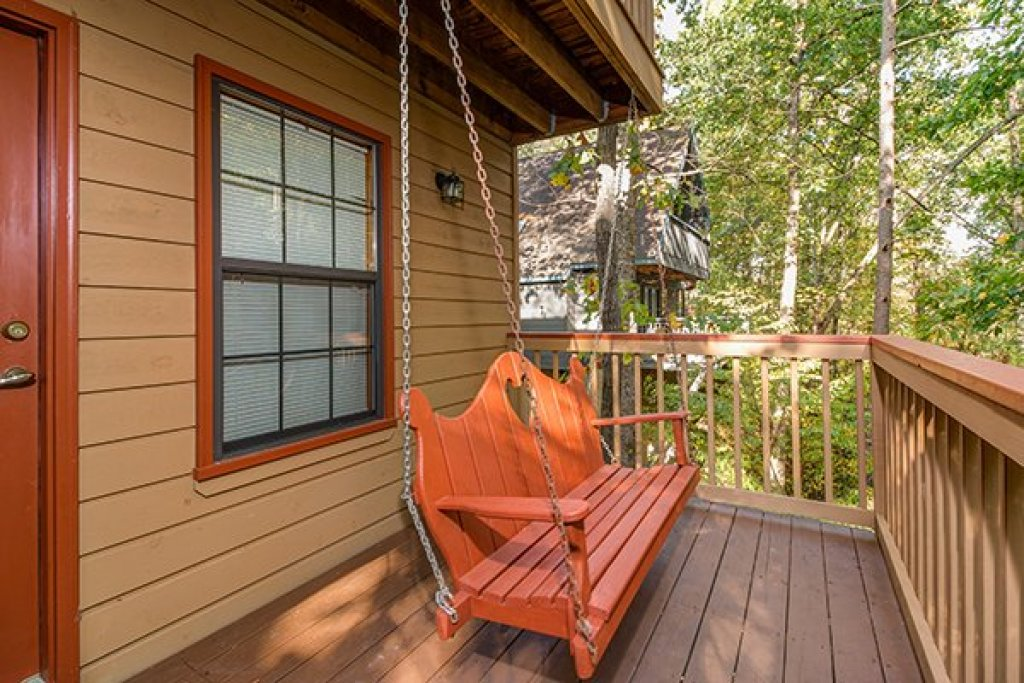 Photo of a Pigeon Forge Cabin named Lazy Dayz Lodge - This is the twenty-fourth photo in the set.