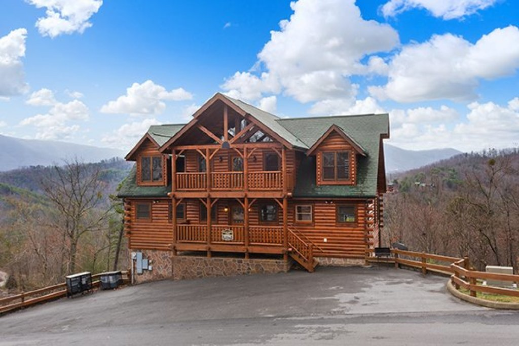Photo of a Sevierville Cabin named Grand Timber Lodge - This is the fortieth photo in the set.