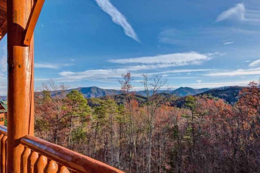 Photo of a Sevierville Cabin named Grand Timber Lodge - This is the thirty-fourth photo in the set.