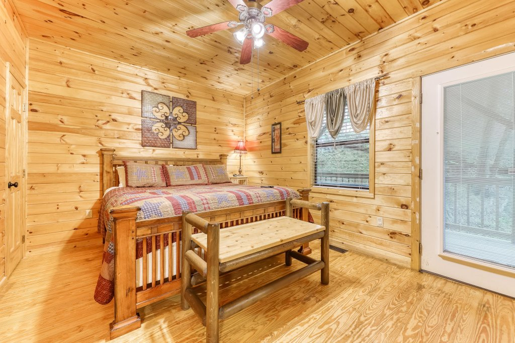 Photo of a Pigeon Forge Cabin named Dixie Delight Cabin - This is the seventeenth photo in the set.