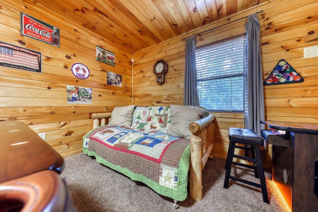 Photo of a Pigeon Forge Cabin named Dixie Delight Cabin - This is the twenty-ninth photo in the set.