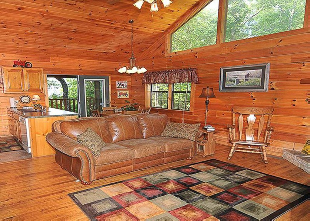 Photo of a Sevierville Cabin named She Thinks My Tractor's Sexy - This is the sixth photo in the set.
