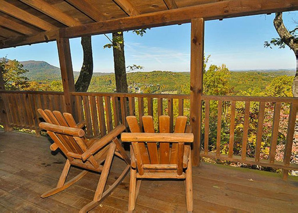 Photo of a Sevierville Cabin named She Thinks My Tractor's Sexy - This is the first photo in the set.