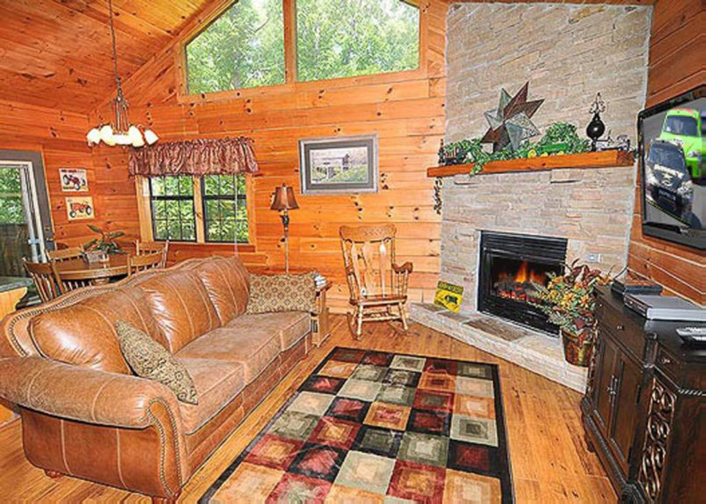 Photo of a Sevierville Cabin named She Thinks My Tractor's Sexy - This is the second photo in the set.