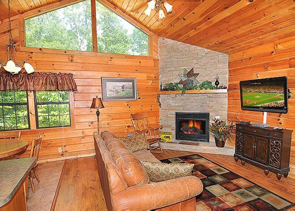 Photo of a Sevierville Cabin named She Thinks My Tractor's Sexy - This is the fifth photo in the set.