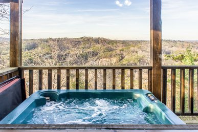 Romantic cabin with jetted tub, pool table, hot tub, and free passes to local attractions