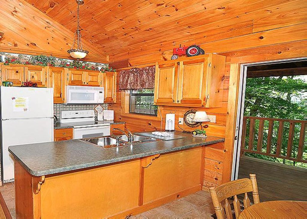 Photo of a Sevierville Cabin named She Thinks My Tractor's Sexy - This is the ninth photo in the set.