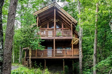 Pet-friendly cabin close to Pigeon Forge with fireplace, porch, & free passes to local attractions