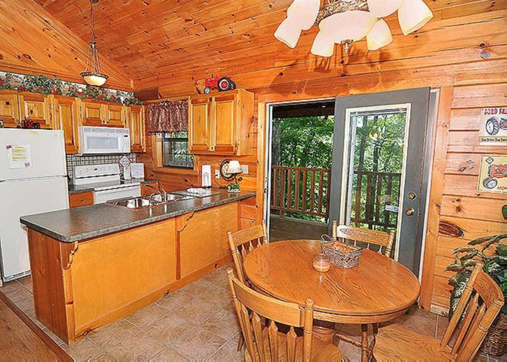 Photo of a Sevierville Cabin named She Thinks My Tractor's Sexy - This is the eighth photo in the set.