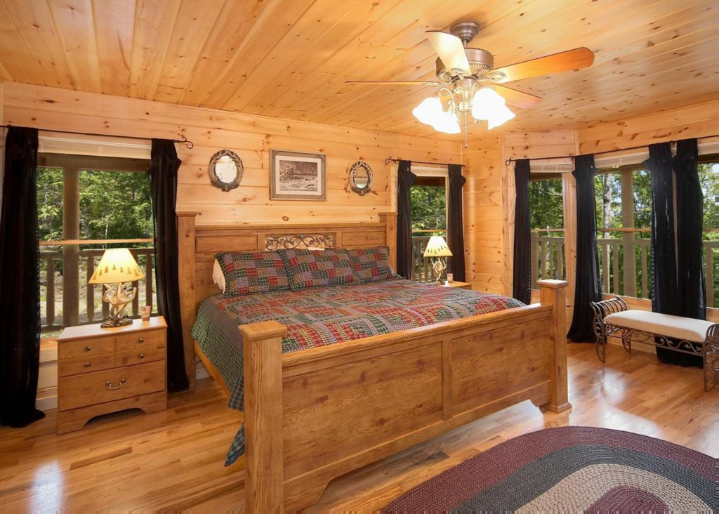 Photo of a Pigeon Forge Cabin named Cherokee Lodge - This is the twelfth photo in the set.