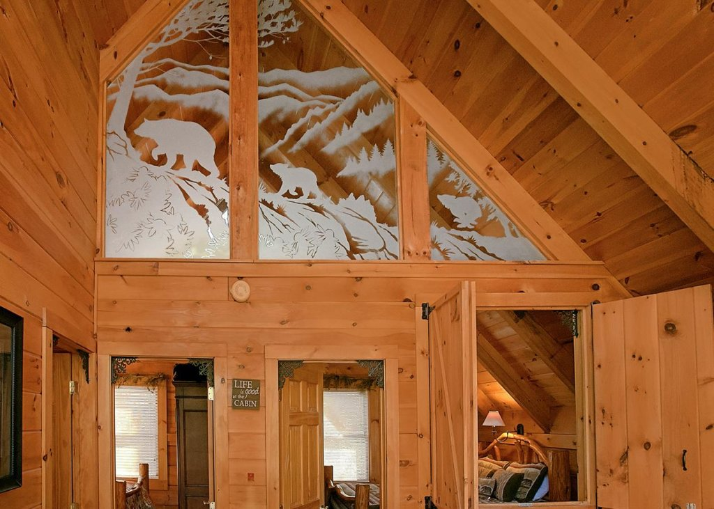 Photo of a Sevierville Cabin named Bear Paw Trail #15 - This is the fourteenth photo in the set.