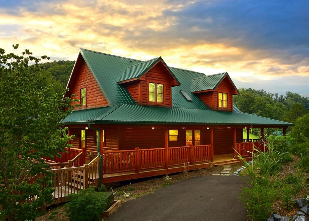 Photo of a Pigeon Forge Cabin named Cherokee Lodge - This is the first photo in the set.