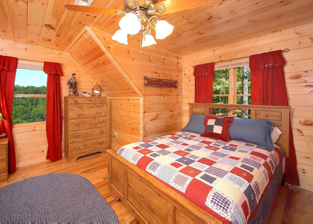 Photo of a Pigeon Forge Cabin named Cherokee Lodge - This is the tenth photo in the set.